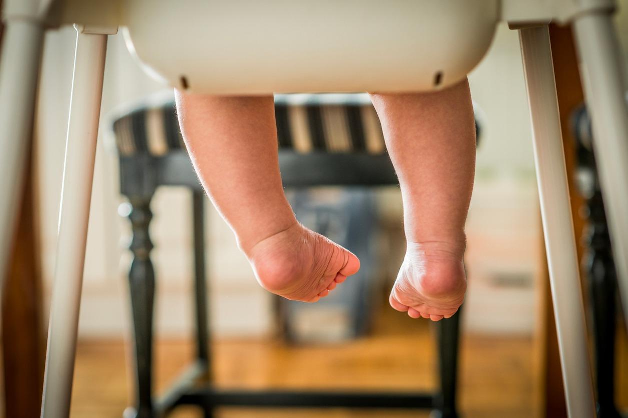 Chaise haute pour bébé, les précautions à prendre